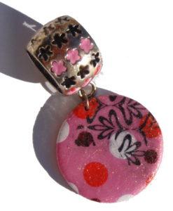 Pendentif de foulard rose