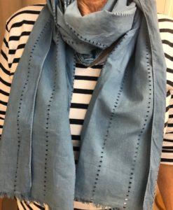 Echarpe coton ajouré au bleu de pastel