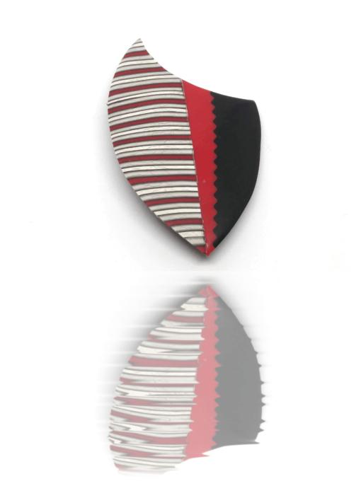 Broche rouge et noire