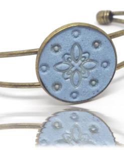 Bracelet unique au bleu de pastel