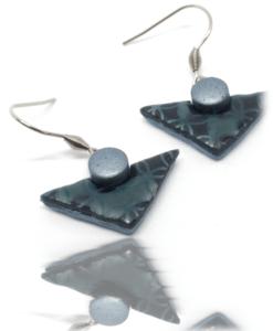 Boucles d'oreilles insolites au pastel des teinturiers