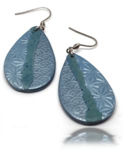 Boucles d'oreilles tarnaises japonisante, bleu de pastel
