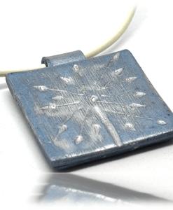 Pendentif d'artisanant tarnais au bleu de pastel
