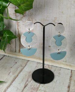 boucles d'oreilles en cuir bleu pastel et argent
